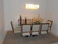 una hermosa mesa by Escritor Emanuel Carvalho