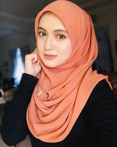 Aiyah Ayu Putri Hijab missed the stars If you're like me you live and breathe Hijab Chic, Hijab Elegante, Beautiful Hijab Girl, Beautiful Muslim Women, Beautiful Asian Girls, Pretty Girls, Arab Girls Hijab, Muslim Girls, Muslim Brides