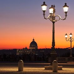 Looking for ideas for a trip to #Rome? Admire the city's magic from the Pincian Hill, one of the 7 hills of Rome! #BaglioniHotels #BHtravelideas #BaglioniHotelRegina #roma #pincio #italy #bestview #sunset #destinations #italian_places #travel