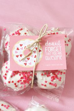 Best Diy Crafts Ideas The cutest Valentine Donut Printables! Valentines Goodie Bags, Teacher Valentine, Valentines Day Treats, Happy Valentines Day, Valentine Day Gifts, Goody Bags, Favor Bags, Kids Valentines, Valentine Cupcakes