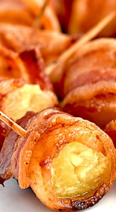 Bacon Wrapped Pineapple Bites are an easy appetizer perfect for parties. Finger Food Appetizers, Appetizers For Party, Appetizer Recipes, Snack Recipes, Cooking Recipes, Game Recipes, Party Snacks, Vegan Recipes, Tapas