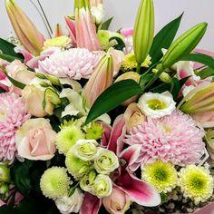 Μπουκέτο με όμορφες ζέρμπερες ,φρέσκα τριαντάφυλλα , εξωτικές  αλστρομέριες και feeling green  χρυσάνθεμα σε χρώματα φούξια ,πράσινα και λευκά ! Στείλτε μαζί με τις ευχές σας και  ένα πανέμορφο μπουκέτο για την εορτή των αγαπημένων σας ,τα γενέθλια τους η απλά κάνετε  το γραφείο σας και το σπίτι σας ακόμη πιό όμορφα  !  ,  www.flowers4u.gr αποστολές λουλουδιών σε όλο τον κόσμο!