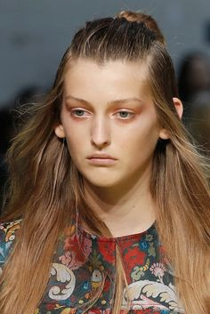 Augen-Make-up-Trends: Lidschatten von Mac. Weitere extravagante Lidschatten-Trends auf VOGUE.de