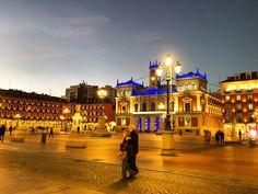 Strolling through #Valladolid in #Spain, living a #Travelife. The Spanish #lifestyle is so #enjoyable. www.travelifemagazine.com // Мне #нравится #архитектура в #историческом городе #Вальядолид в #Испании. Я #гуляю везде, глядя на здания. #trip #travel #traveler #traveling #travelingram #travelingtheworld #bella #ciudad #viaje #viajeros