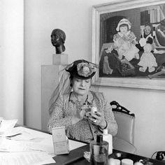 Helena Rubinstein testing products in her office Louise Wilson, Freida Kahlo, Dorothea Tanning, Classical Hollywood Cinema, Makeup Ads, Eartha Kitt, Gone Girl, High Society, Spice Girls
