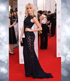 Pixie Lott went for a shaggy, layered hair look, which grunged up her glamorous lace dress in the right way #BAFTA #redcarpet #hair