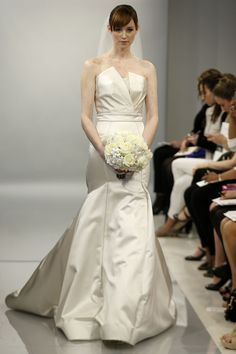 Theia White Bridal - Pasarela