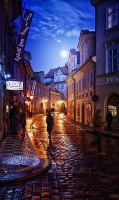 Moonrise, Prague, Czech Republic photo via victor