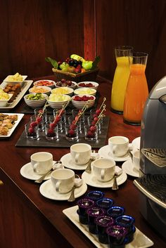 Coffee break, with juices, fruit and pastries at the meeting room Picasso from Hotel Concorde Montparnasse paris france - Coffe Break Hotel Breakfast, Breakfast Buffet, Breakfast Time, Coffee Recipes, Food Presentation, Food And Drink, Business Meeting, Corporate Business, Corporate Events