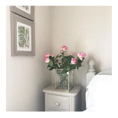 There's nothing like waking up to fresh flowers 🌷 🎨: Natural Hessian 📷: Dulux Paint Colours Living Room, Bedroom Wall Colors, Room Paint Colors, Bedroom Decor, Bedroom Ideas, Master Bedroom, Home Garden Design, Home Interior Design, Dulux Natural Hessian
