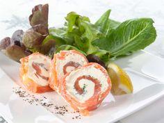 Kylmät lohirullat - Resepti   Valio Lactose Free, Food Inspiration, Shrimp, Salmon, Picnic, Rolls, Food And Drink, Appetizers, Keto