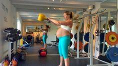 <b>KULETRENING: </b> Personlig trener Annema Refsnes demonstrerer forskjellige øvelser man kan gjøre selv om man har stor mage.