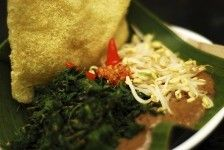 Semanggi - Steam clover leaves salad served with traditional rice crackers, boiled sprouts and spicy brown sauce