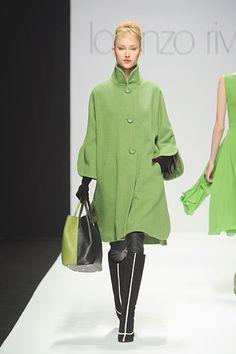Love the GREEN. Lorenzo Riva. Milan. Autumn/Winter 2012 RTW. Follow pins and tweets @GiselleUgarte