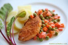 Filet z kurczaka smażony w panierce z marchewkąi groszkiem. Prosty obiad z piersi kurczaka. Kurczak przepis.