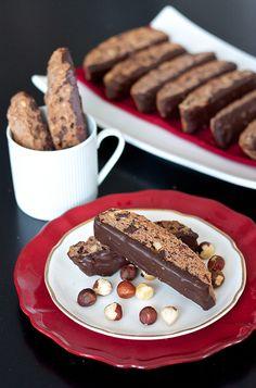 Chocolate Hazelnut Biscotti from Erica's Sweet Tooth. Cookie Desserts, No Bake Desserts, Cookie Recipes, Delicious Desserts, Dessert Recipes, Recipes Dinner, Biscotti Cookies, Biscotti Recipe, Almond Cookies