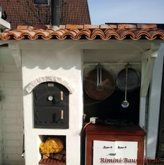 #Grill und #Kochecke im freien mit #mediterranen #Dachziegeln Grill, Home Decor, Roof Tiles, Curves, Architectural Materials, Outdoor, Wall Design, Summer Recipes, Projects