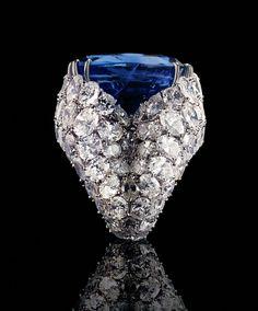 Alexandre Reza    Alexandre Reza anillo en platino, diamante, de 52 quilates de zafiro birmano, creada en 1975.