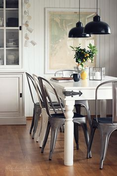 Farmhouse Touches in the dining room and kitchen