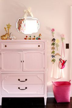 i love the flower hooks with animal things hanging from them! (also the detailing on the dresser is very nice)