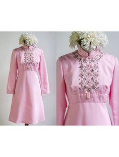 56cbac7bf13f 1970s Pink Beaded Long Sleeve Knee Length Dress    Vintage 70s Bridesmaid  Dress    Size M Medium L Large