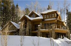 Nestled against a private aspen grove just off the Telluride Golf Course, Eagles Nest is a luxurious 4 bedroom 4 bathroom home is the perfect location for any season. Within a minute drive from Lifts #1 & #10, the Eagles nest offers convenience to the ski slopes, Nordic trails and the golf course.