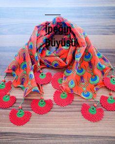 Fular #needlelace #handmade #nofilter #lace #turkishneedlelace #iğneoyası #i̇peğinbüyüsü #nostalji #ipekiğneoyası #elişi #kişiyeözel… Crochet Lanyard, Crochet Box, Filet Crochet, Easy Crochet, Knit Crochet, Crochet Earrings, Hairstyle Trends, Moda Emo, Crochet Fashion