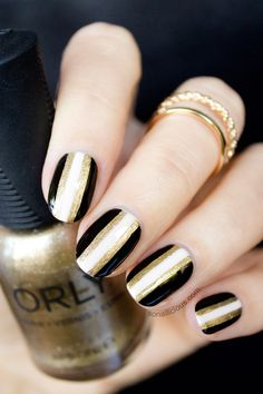 Gold and black New Years nails. Click for how to. #newyear #newyearsnails
