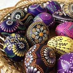 Childhood memories of Easter – growing up in an immigrant family – include memories of 'likes' and 'dislikes'. Easter Gift, Easter Crafts, Polish Easter, Easter Egg Designs, Ukrainian Easter Eggs, Coloring Easter Eggs, Easter Colors, Egg Art, Egg Decorating