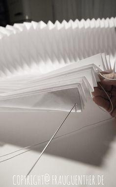 DIY, Origami Papierlampe 4, Origami Paper Lamp 4, Folding instructions, Faltanleitung, falten, Papierlampe falten, Lampenschirm , falten, Frau Guenther, Tutorial, Anleitung,