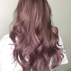 28 Trendy Lilac Hair Shades Chocolate lilac hair: how miraculous it looks, don't you think? This new hair trend is super hot this season, and this tendency can Beautiful Hair Color, Cool Hair Color, Hair Colour, Cabelo Rose Gold, Lilac Hair, Dusty Rose Hair, Dark Pink Hair, New Hair Trends, Hair Shades