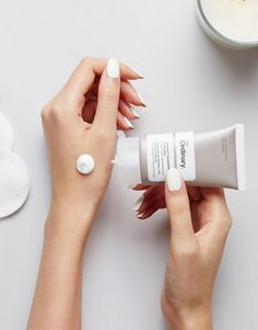 Discover Fashion Online flatlay The Ordinary Vitamin C in Silicone Beauty Photography, Creative Photography, Product Photography, Beauty Secrets, Beauty Hacks, The Ordinary Skincare, Cosmetic Design, Mode Online, Serum