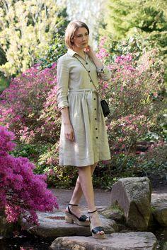Outfit:Marc Cain Shirtwaist Dress | Mood For Style - Fashion, Food, Beauty & Lifestyleblog | Outfitpost mit einem Hemdblusenkleid von Marc Cain sowie Keilabstatzschuhen und einer Tasche von Tory Burch.