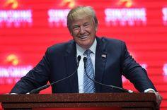 Trump uses imaginary knife to mock Ben Carson