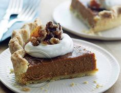 Pumpkin Pie with Cinnamon Crunch and Bourbon-Maple Whipped Cream: Bobby Flays' Pumpkin Pie Homemade Pumpkin Pie, Pumpkin Pie Recipes, Curtis Stone Recipes, Caramelized Walnuts, Cinnamon Crunch, Thermomix Desserts, Fall Baking, Sweets Recipes, Cha Cha