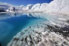 Teufelsmund haben die Einheimischen den glasklaren Schmelzwassersee auf dem Inlandeis getauft.