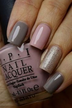 graue nägel 5 besten – nagel-design-bild… Check out the best gray nails in t… – home acssesories Chevron Nails, Chevron Nail Designs, Simple Nail Designs, Nail Art Designs, Gold Chevron, Nails Design, Gray Nails, Nude Nails, Stiletto Nails