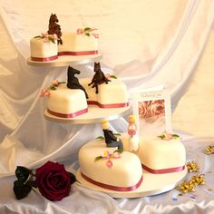Horse Wedding Cakes. how cute it that!!!