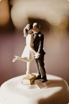 wedding cake topper | 15 Pretty Perfect Wedding Cake Toppers