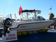 2013 Boston Whaler 230 Vantage Brand New for this Year!