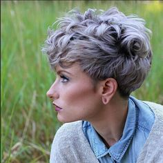 20 different wavy pixie cuts. List of different wavy pixie hairstyles to try this season. Best comfortable and lovely pixie hairstyles. Wavy Pixie Cut, Messy Pixie Haircut, Short Curly Pixie, Short Grey Hair, Short Pixie Haircuts, Short Hair Cuts, Curly Pixie Hairstyles, Choppy Haircuts, Curled Pixie