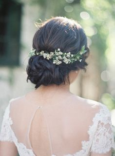 Simple. Earthy. Romantic. These were the three words this bride used as design inspiration for summertime wedding at Villa San Juan Capistrano. Inspired by a recent trip to Tuscany, the couple wanted to bring that same old world Italian charm to