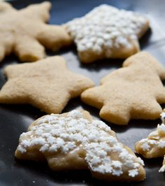 Easy Vegan Sugar Cookies with Vanilla Bean Frosting. Love the rustic look of the beige/off-white frosting