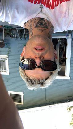 Jesse Rutherford, Selfies, The Neighbourhood, The Devil's Advocate, Pop Rock, Jesse James, Foo Fighters, Arctic Monkeys, Barbie And Ken