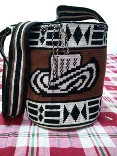 Mochilas wayuu Macrame Chairs, Tapestry Crochet, Crochet Purses, Filet Crochet, Cross Stitch Embroidery, Women's Accessories, Needlework, Baby Shoes, Crochet Patterns