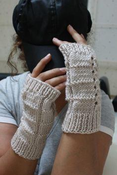 Cream Powder Fingerless Gloves by Snady
