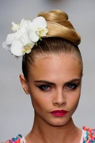 Cara Delevingne for Issa Spring Summer 2013 with perfect hair and makeup Cara Delevingne, Bridal Beauty, Bridal Makeup, Bridal Hair, Beauty Makeup, Hair Makeup, Hair Beauty, Sexy Makeup, Kiss Makeup