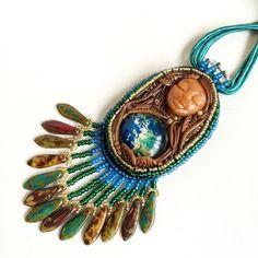 #buongiorno da #madreterra #motherearth  era esattamente questo che avevo in mente quando l'ho modellata!  . . . #archidee #becreative #bepositive  #goddess #goddessvibes #dea #earth #polymerclay #pastapolimerica #fimo #cernit #resin #resinart #goodvibes #bohostyle #instajewelry #jewelry #fantasy #bohochic #boho #ethnicwear #ethnicjewellery #world #mondo #mappamondo #instajewelry #fashionjewelry
