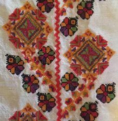 Model de pe mâneca unei cămăși de Bucovina, România Folk Costume, Costumes, Folk Embroidery, Bohemian Rug, Traditional, Rugs, Handmade, Inspiration, Home Decor