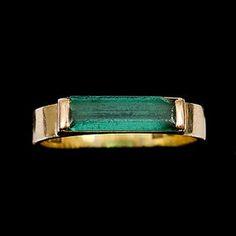 319335. RING, 18k guld, med fasettslipad grön sten Wiwen Nilsson Lund, samt ÖRHÄNGEN, ett par med droppformad grön sten.